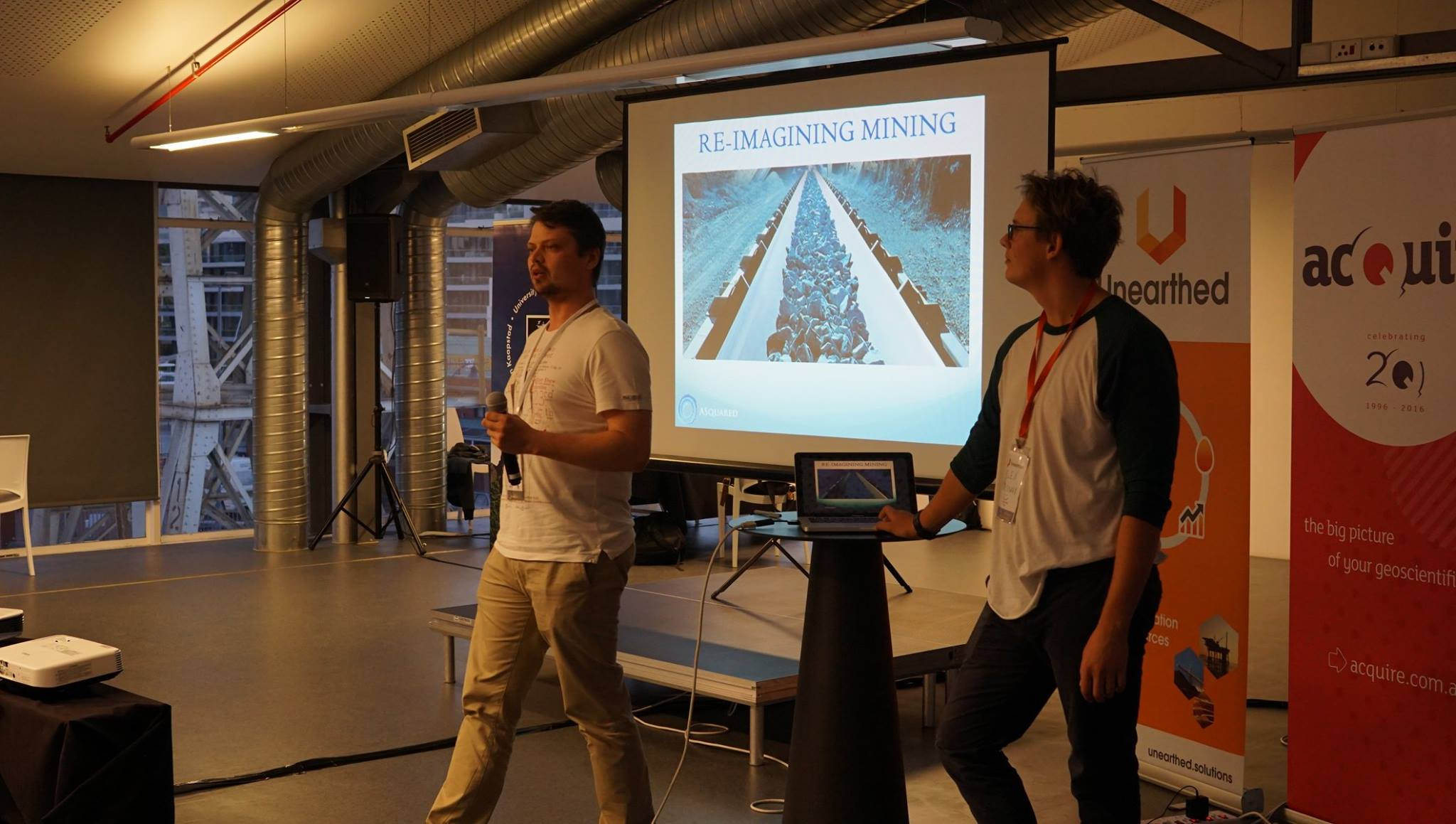 Minerals to Metals team presenting at 'Unearthed Hackathon'